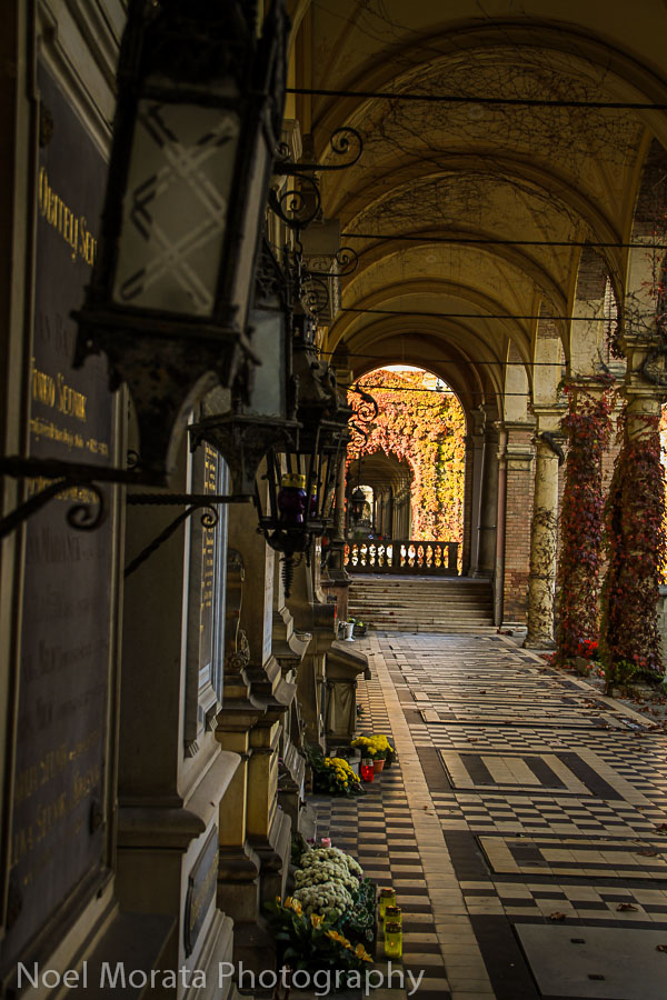 Arcade and tombs at Mirogij cemetery