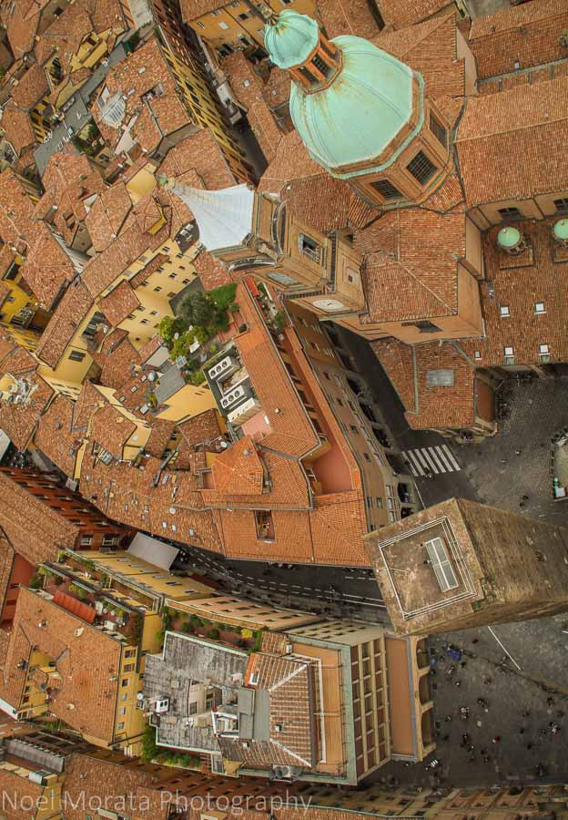 Picture of the Garisenda tower from above the Asinelli tower