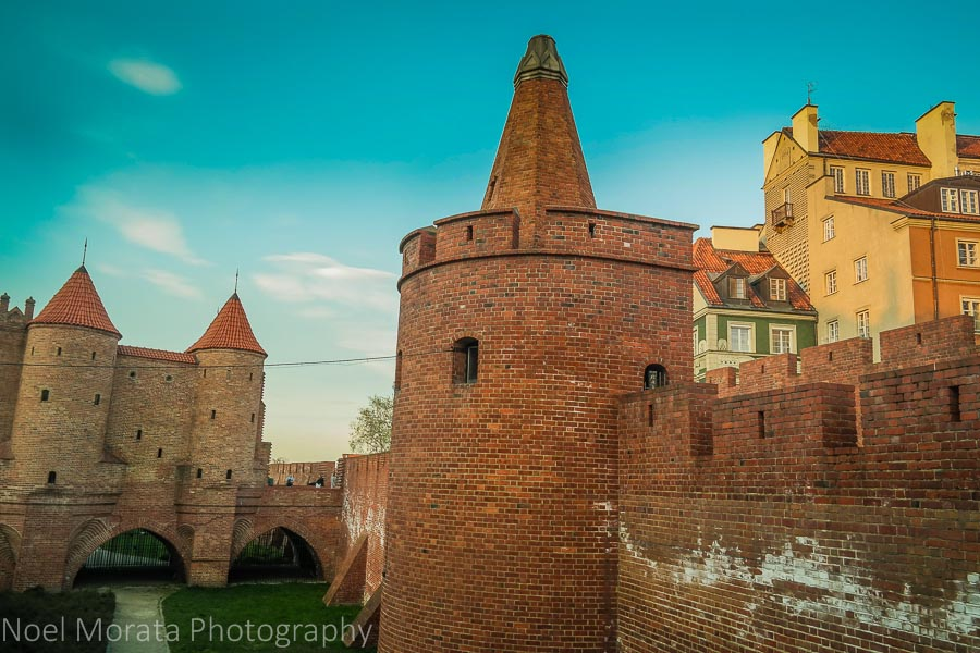 Touring Warsaw at the ramparts and medieval towers of the city