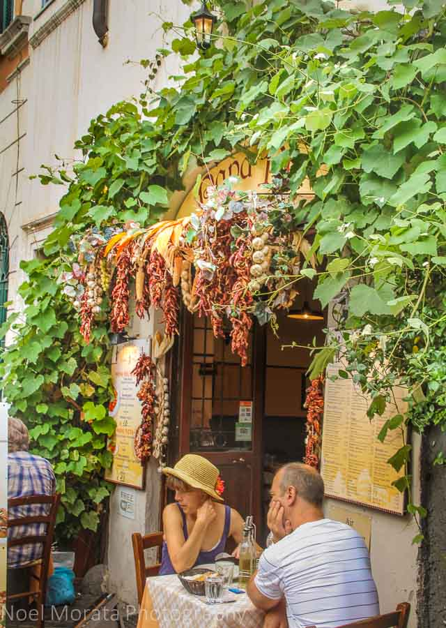 Outdoor dining in Trastevere, Rome