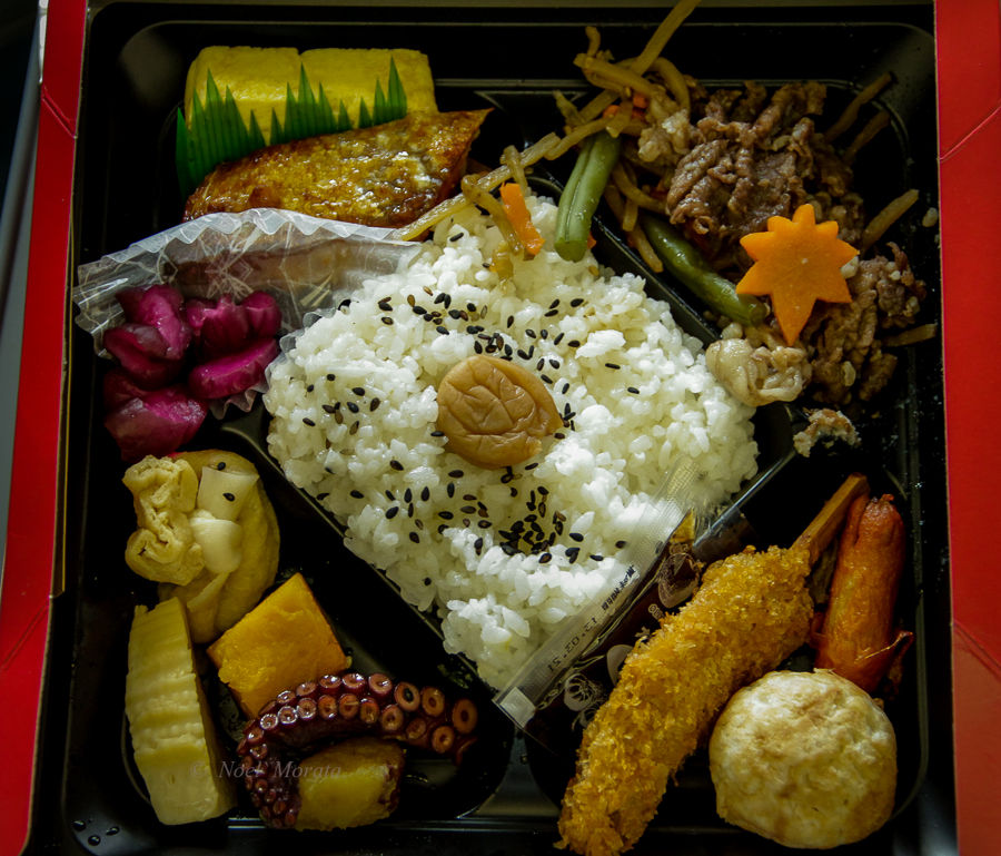 Beautiful Japanese bento boxes to go