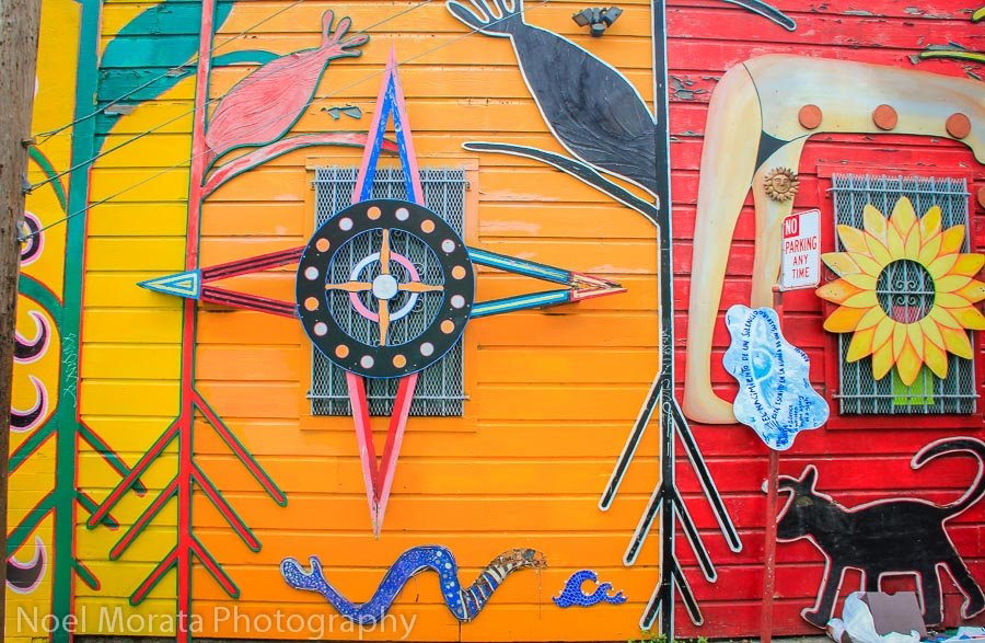 Graphic reliefs and colorful composition in the Mission district