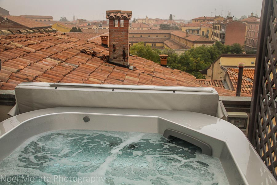 Hot tub with a view at Hotel Touring, Bologna