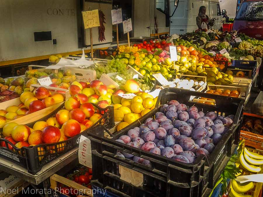 Fall fruit in season and for sale at the Faenza market