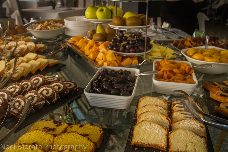 An elegant breakfast buffet at Hotel La Ali del Frassino