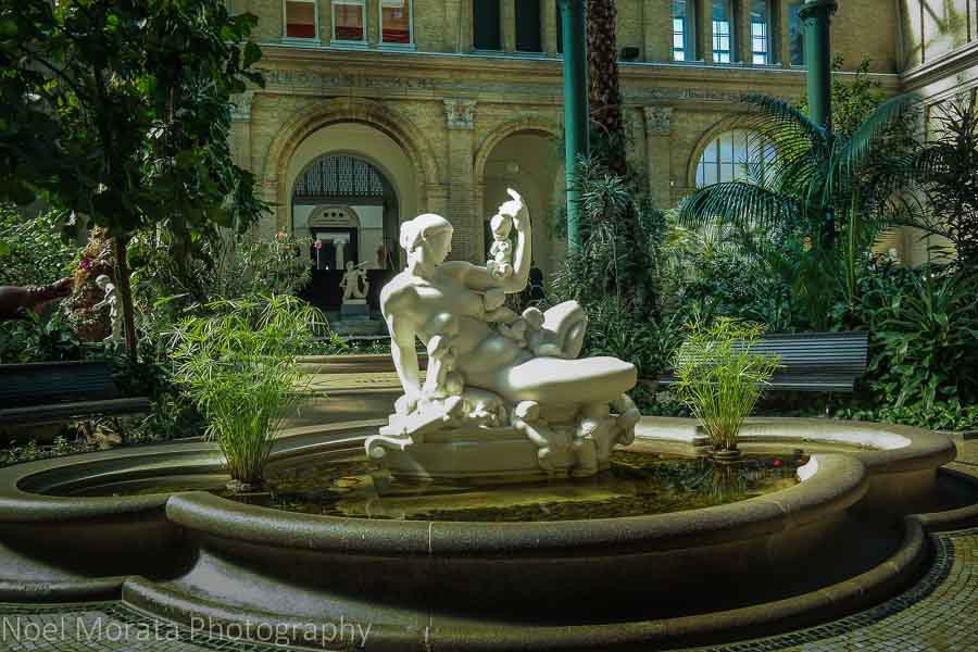 Central fountain in the Atrium of the Glyptotek