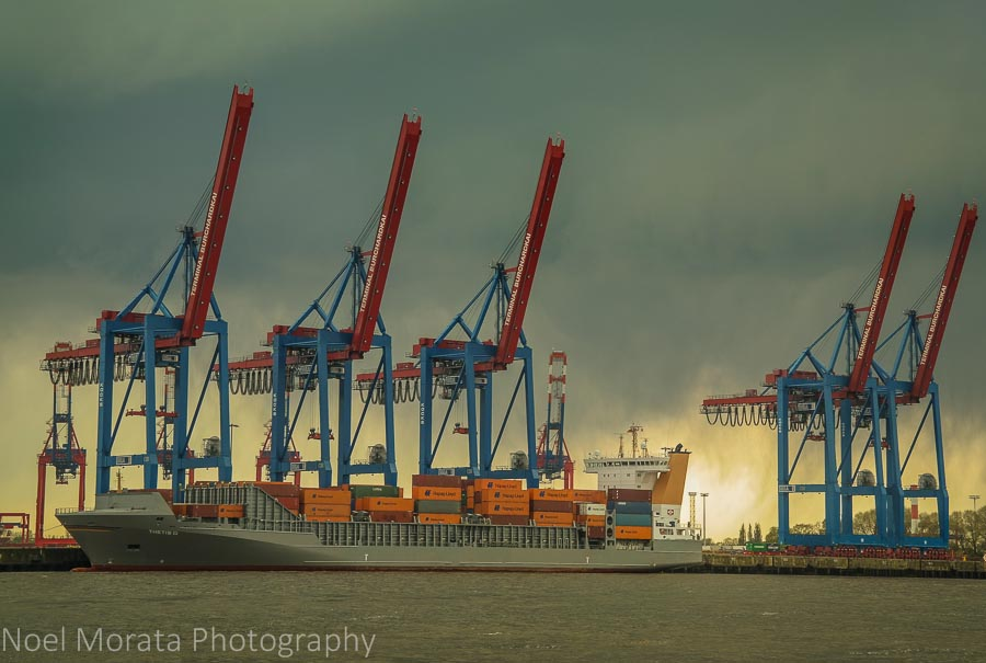 Hamburg port and extensive container facilities