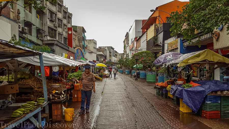 Outdoor markets in the shopping promenades of Casco Viejo in Panama City