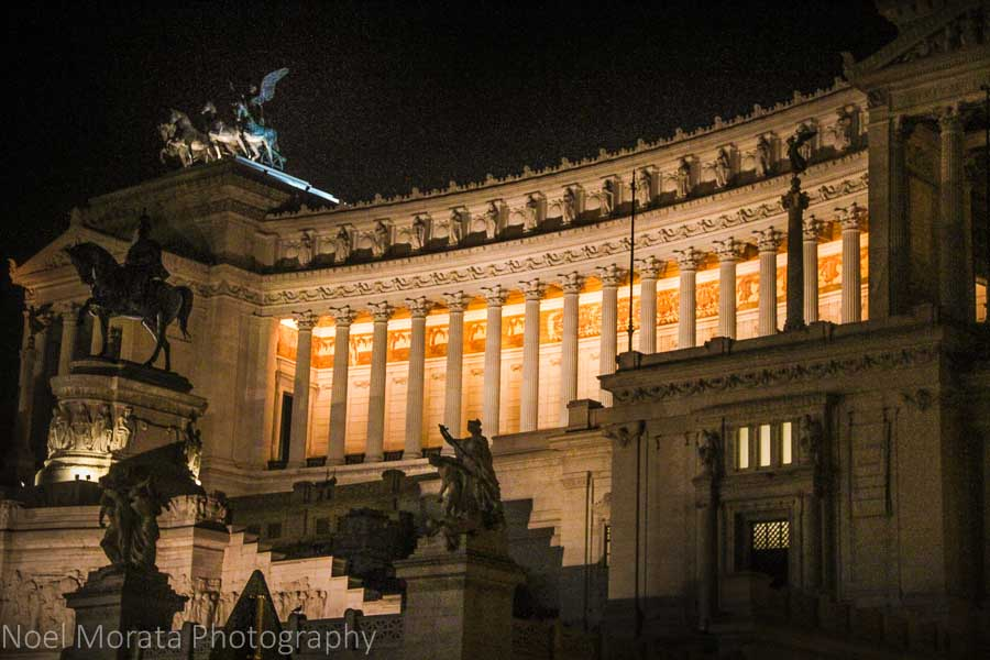 Victor Emmanuel monument in Rome at night