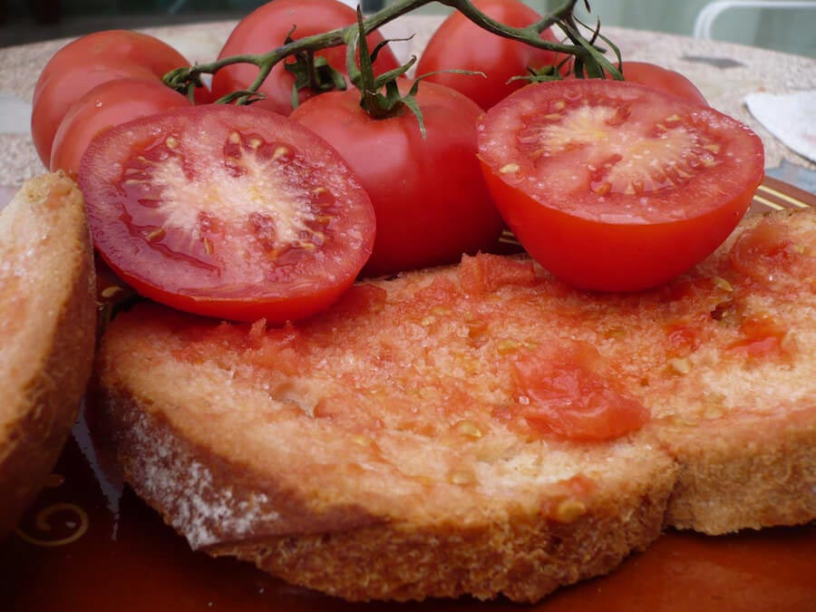 Bread with tomato Catalunya foods to try