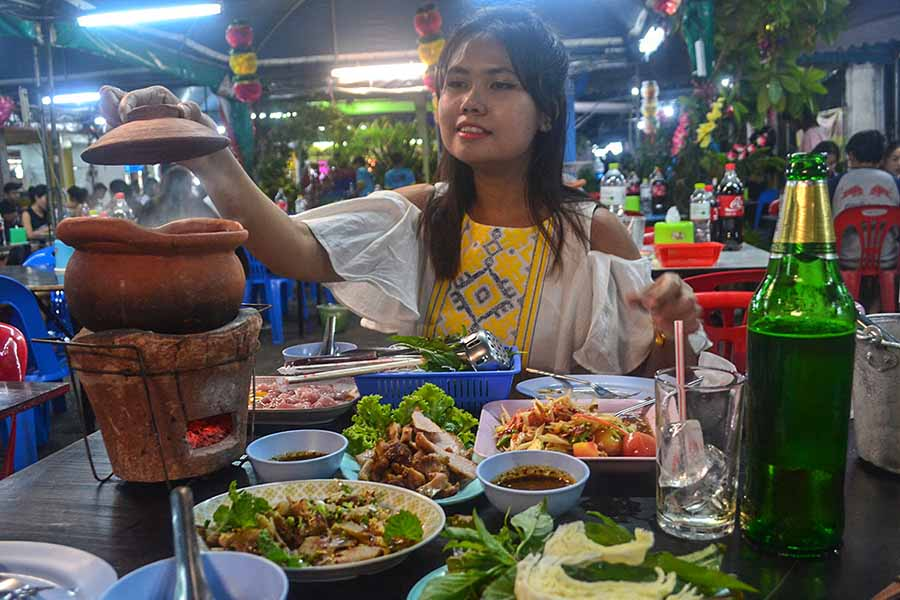 Isaan-Food-and-Jim-Jum-Hot-Pot-in-Bangkok-Ramkamhaeng-4