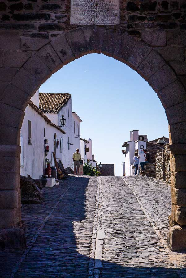 Monsaraz-entrance-in Evora