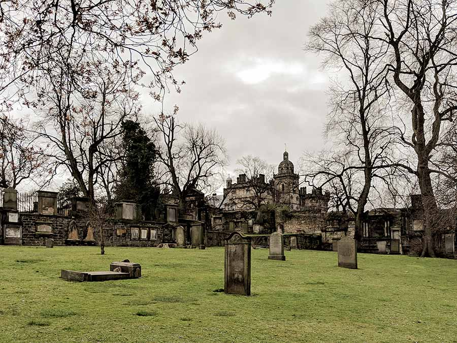 greyfriars-kirkyard-in-edinburgh