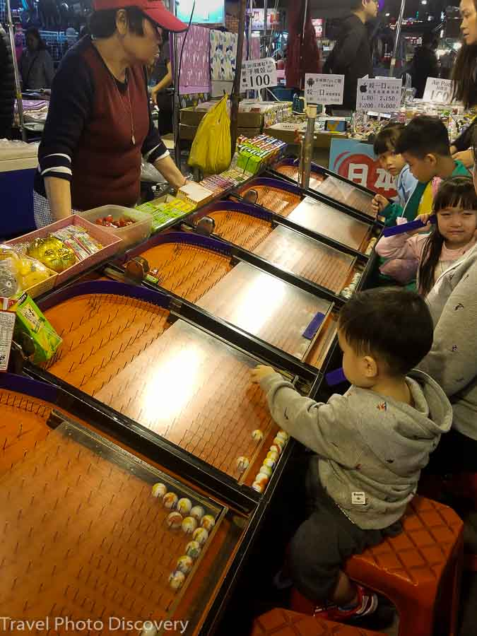 Raohe night market table games