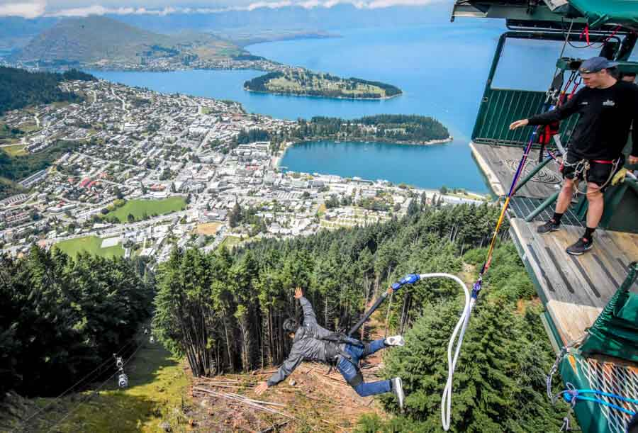 Ledge Bungy With Queenstown View