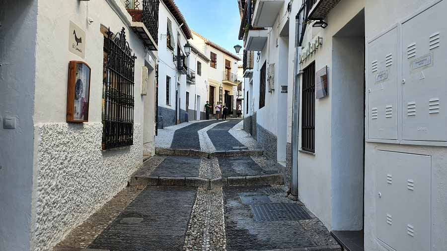 Get lost in the old town, Albaicín