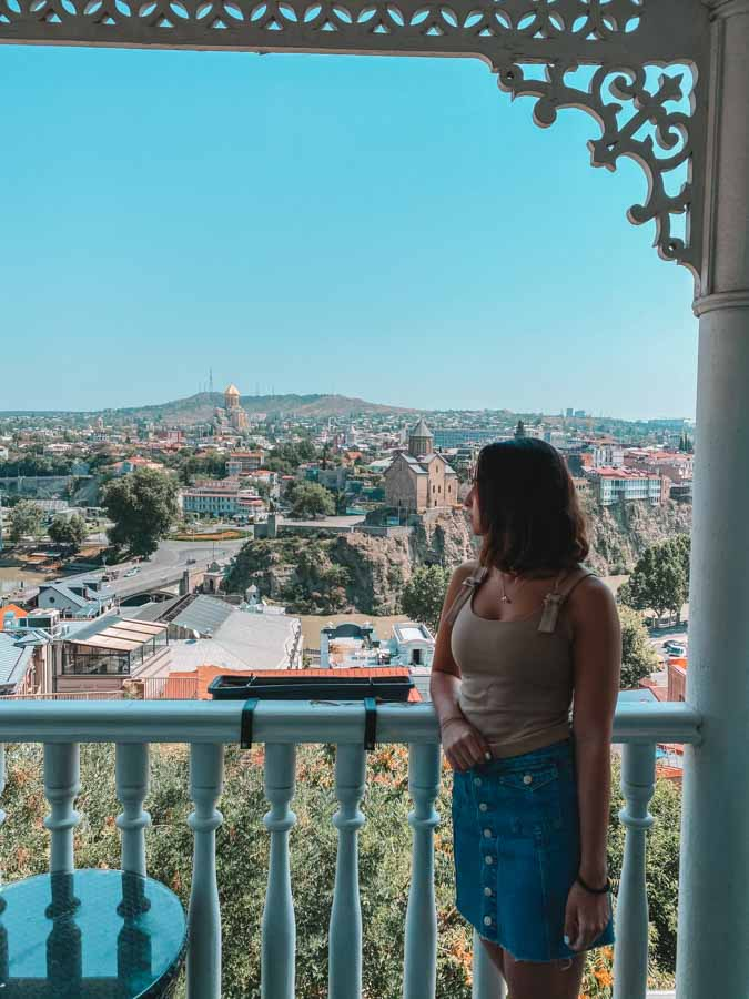 Anna is a travel blogger from Georgia